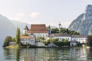 1000 Jahre altes Jesuitenkloster in Traunkirchen