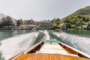 Mit dem Motorboot über den Traunsee