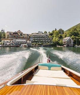 Blick auf das Seehotel Das Traunsee vom Boot