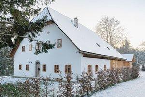 Außenaufnahme Bauernhaus Dörfl im Winter
