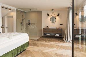 Offenes Badezimmer im zweiten Schlafzimmer der Panorama Suite