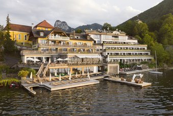 Seehotel Das Traunsee with bathing jetty