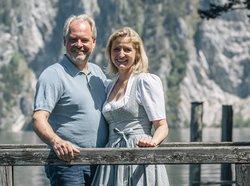 Wolfgang und Monika Gröller auf dem hauseigenen Steg