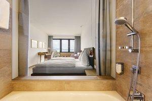 Blick auf den See aus dem Badezimmer der Minisuite