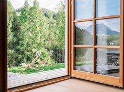 Spiegelung des Traunsteins im Fenster